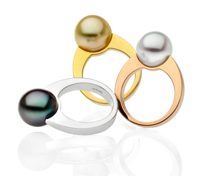 autore-essential-rings-available-in-white-rose-and-yellow-gold-with-tahitian-white-and-gold-south-sea-pearls.sophiworldblog.com