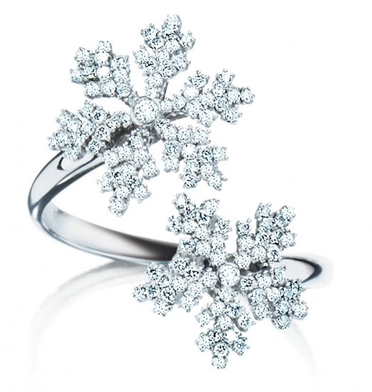birks-snowflake-double-snowflakes-diamond-ring. Winter Jewellery!Read more on www.sophiworldblog