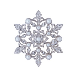 Brooch Snowflake Axenoff Jewellery. Winter Jewellery. Read more on www.sophiworldblog.com
