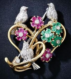 Love Birds Brooch. Valentine's Jewelllery. Read more on www.sophiworldblog.com