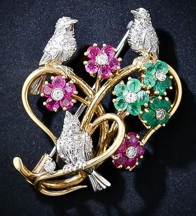 Love Birds Brooch. Valentine's Jewelllery. Read more on www.sophiworldblog.com