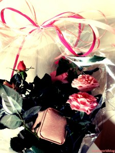 Jewel hidden in a Rose. 4 ideas on how to present your Valentine's Day gift. Read more on www.sophiworldblog.com